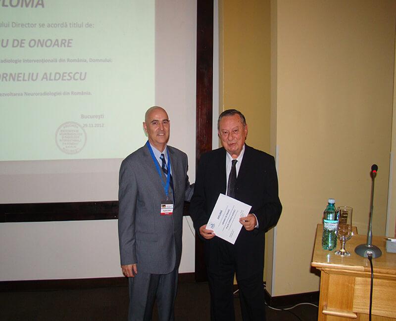 Cu Prof. Dr. Corneliu Aldescu (decernarea Diplomei de Onoare din partea Societatii Romane de Neuroradiologie si Radiologie Interventionala, nov. 2012)