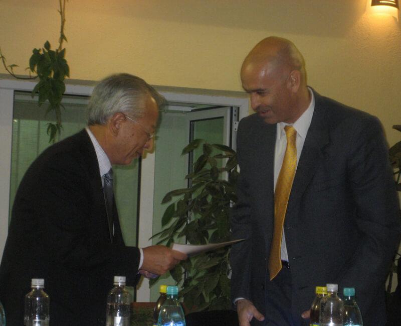 Inmanarea Diplomei de Membru de Onoare Profesorului H. Nakamura, cu ocazia infiintarii Societatii de Radiologie Interventionala din Romania (2007)